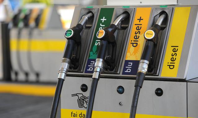 Benzina-nuovi-aumenti-e-la-colpa-e-del-bancomat_h_partb